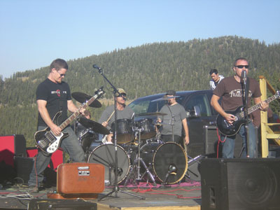 Circle # Dot onstage at Echofest '09 (Photo: DenverThread)